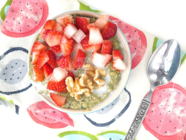 Matcha-Lime Overnight Oatmeal with Strawberries by the #OatmealArtist