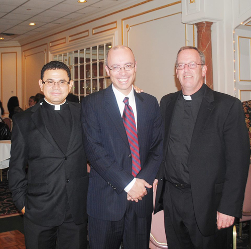 Photo courtesy Alberto Moreira Mayor Alberto Santos with the Rev. Yuvan Alvarez (l.) and the Rev. Michael Ward.