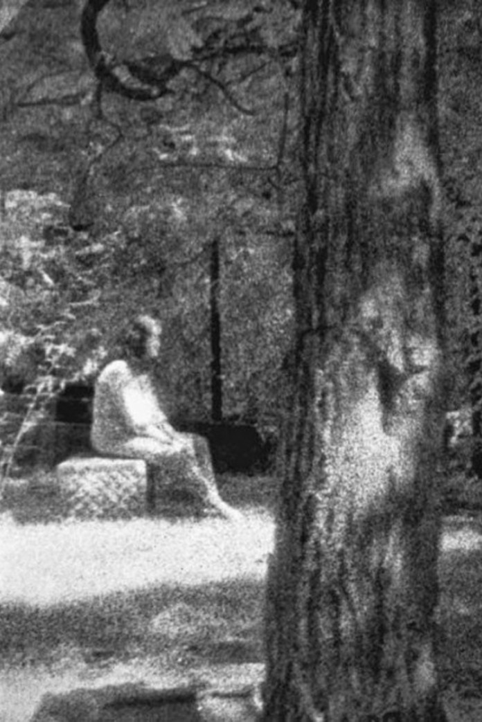 The 10 Most Famous Ghost Pictures in History and the Chilling Stories Behind them