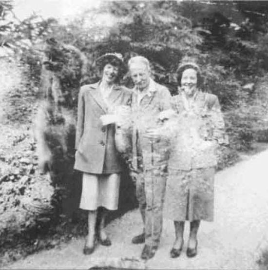 De vieilles photos de famille qui ont involontairement capturé le surnaturel