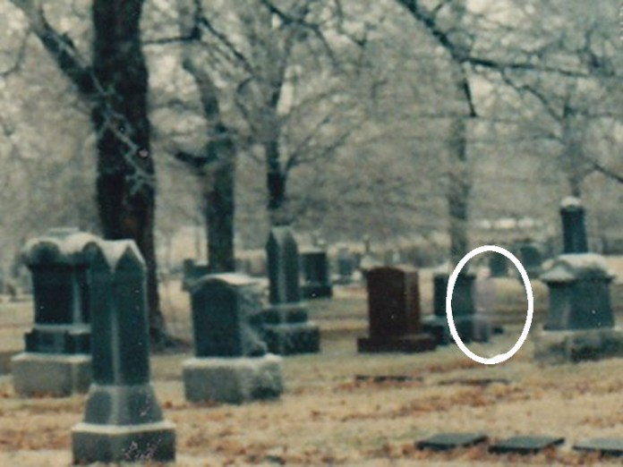 15 Eerie True Life Ghost Photographs to Give you the Shivers