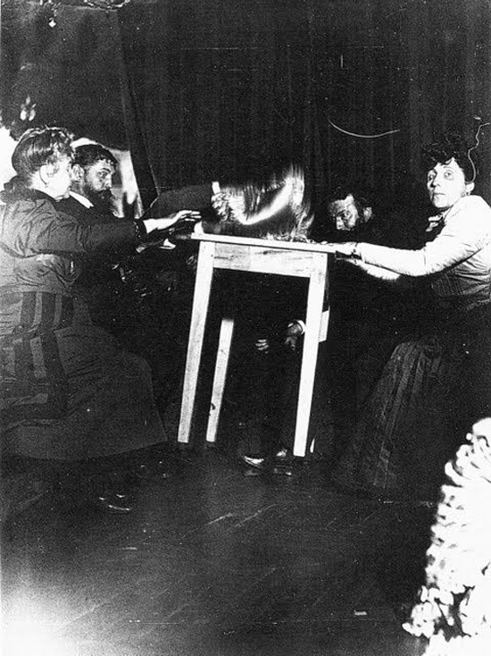 10 Strange and Sinister Séance Pictures from the Turn of the 20th Century