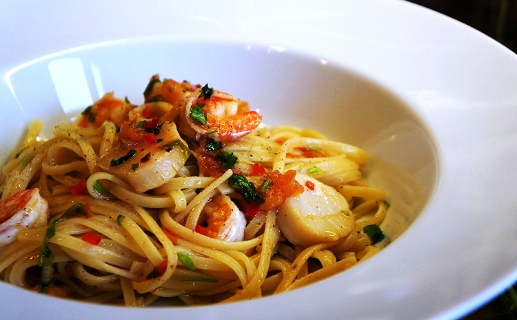 Seafood Pasta cooked in 10 minutes | Greek Seafood Pasta