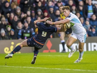 Huw Jones on his way to scoring Glasgow Warriors' fist try. Image: © Craig Watson - www.craigwatson.co.uk