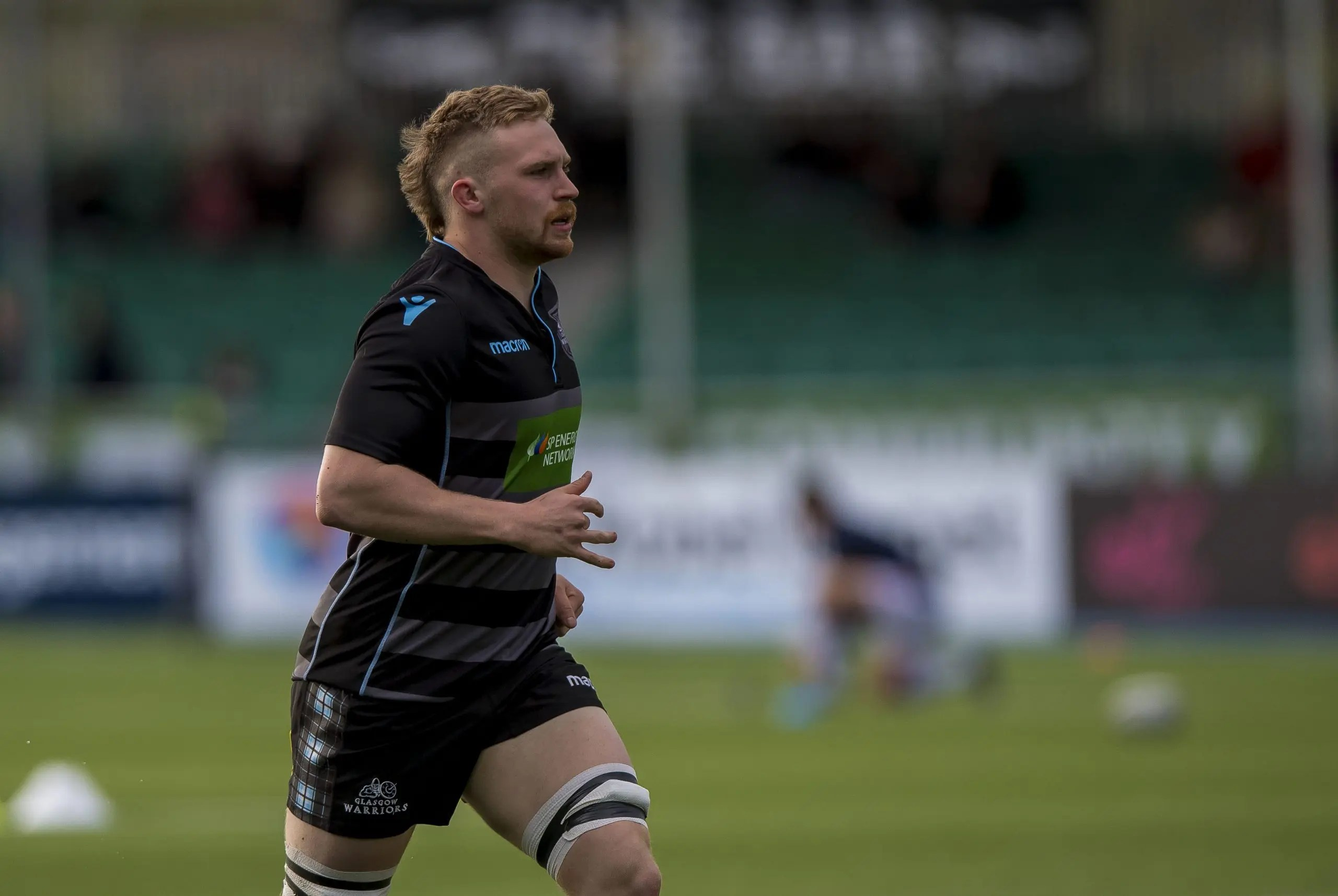Thomas Gordon re-signs for Glasgow on 'long-term deal'