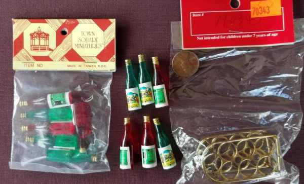 12 Bottles of Wine Brass Wine Rack Town Square Dollhouse Miniatures 1:12 Scale