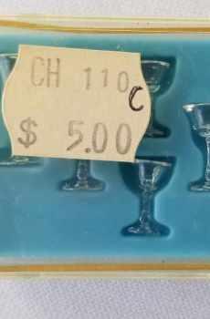 Chrysnbon Water Wine Glasses Goblets Dollhouse Miniatures 1:12 Scale