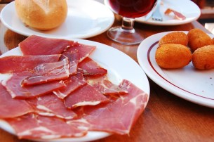 Outrage in Spain as plans are made to make 'Iberian' ham stateside – Espana News