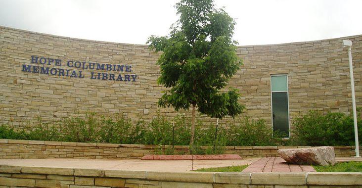 Mémorial de la Fusillade de Columbine - http://commons.wikimedia.org/wiki/File:Hopelibrary.JPG