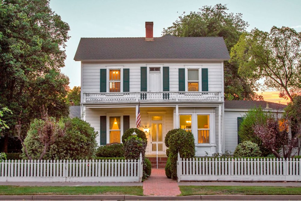 white-picket-fence-home