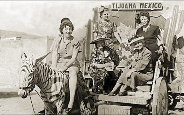 vintage-women-travelers-Mexico