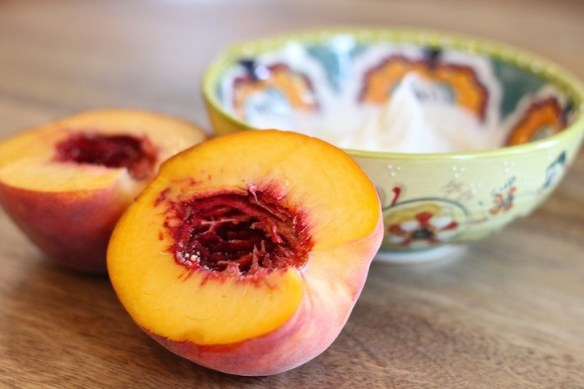 Grilled Peaches with Mascarpone or Ice Cream! #grilledpeaches #Peacheswithmascarpone #grilledpeachesandicec