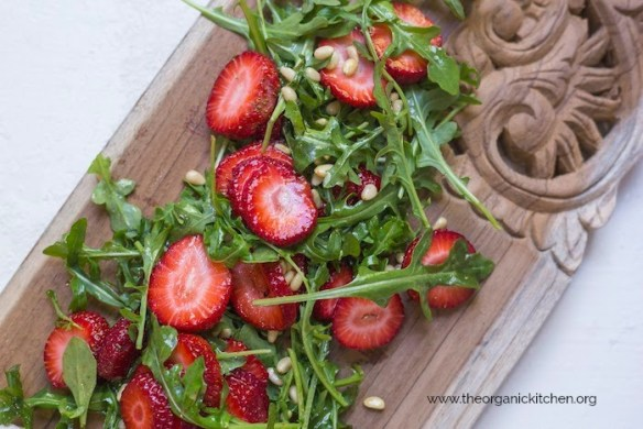 Grilled Chicken with Strawberry and Arugula Salad! #grilledchicken #strawberrysalad #paleo #whole30 #recipesfortwo