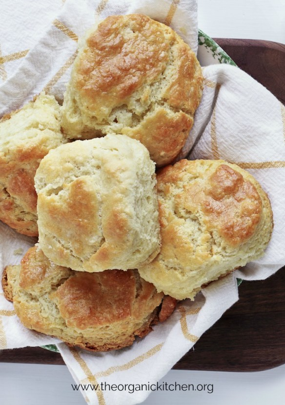 Easy Buttermilk Biscuits #buttermilkbiscuits #biscuits #glutenfreebuttermilkbiscuits