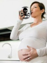 pregnant-woman-drinking-water