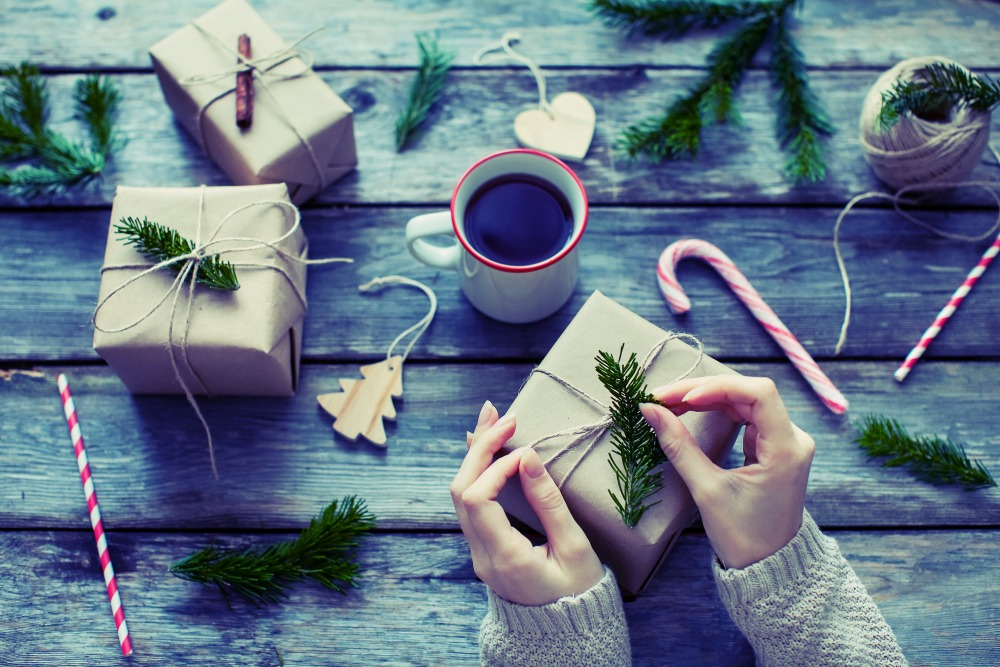 You don\'t have to spend a fortune wrapping those #Christmas presents. Here are some frugal, festive, and FREE ideas!