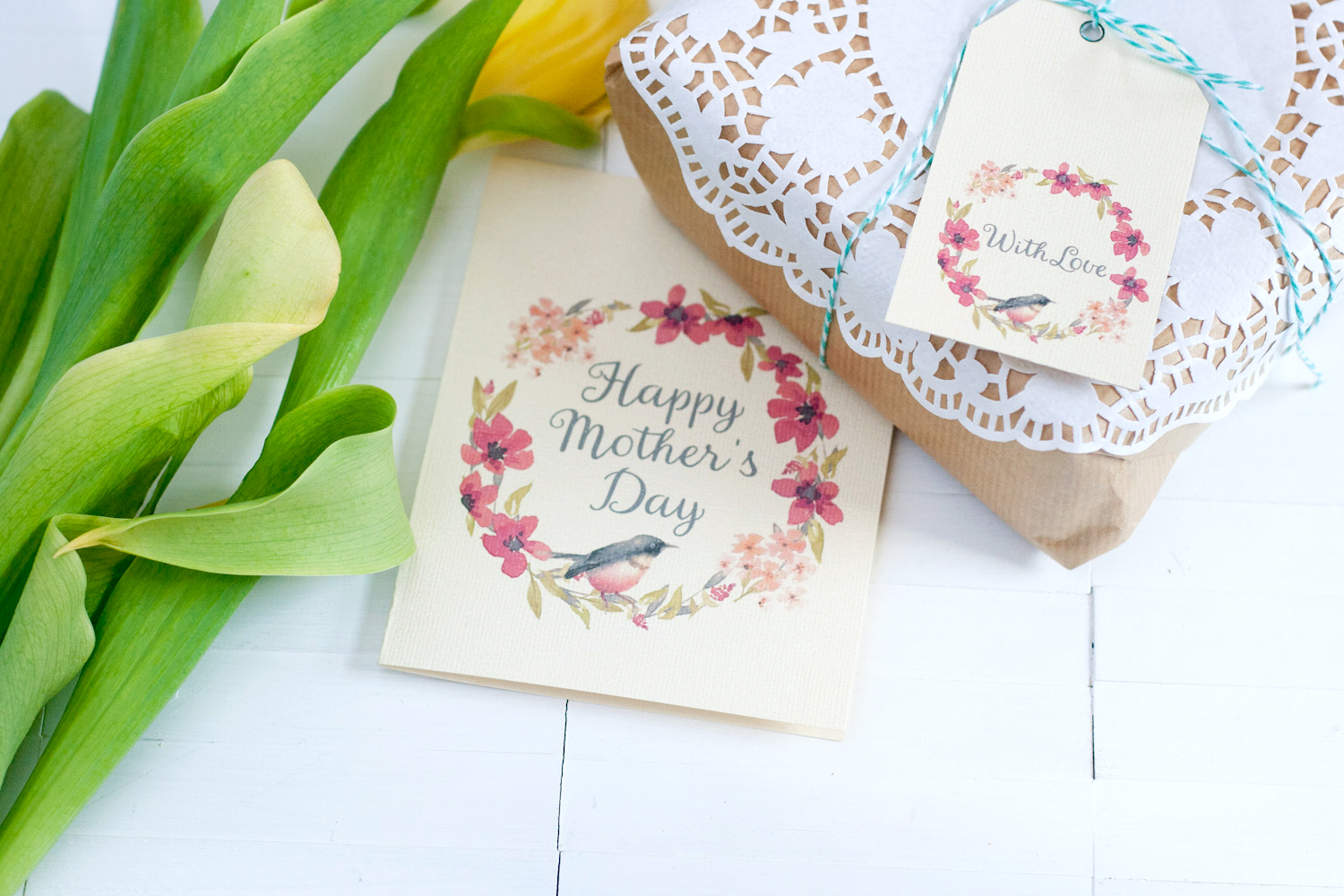 Freebie | Printable Floral Mother's Day Card & Gift Tag Set
