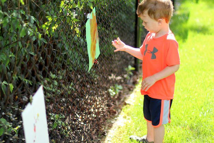 DIY Outdoor Easel For Kids - Painting