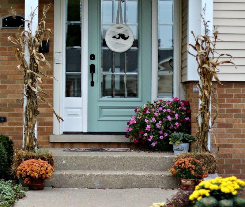 Halloween Craft Tutorial: Mummy Wreath