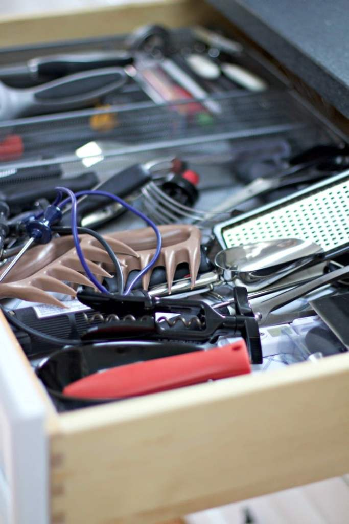 gadgets-drawer-kitchen-messy