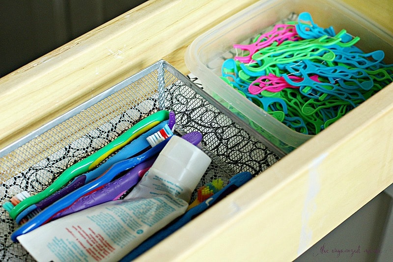 organizing bathroom drawers