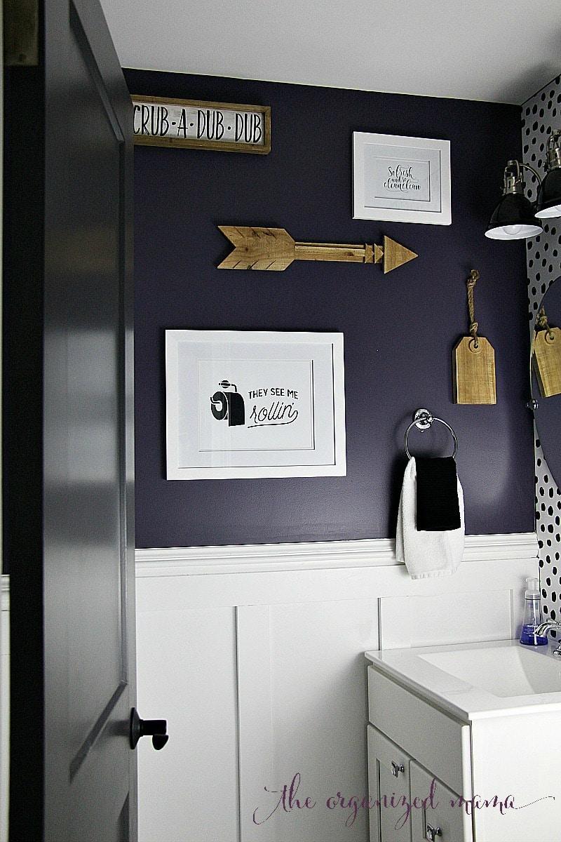 Full modern farmhouse bathroom