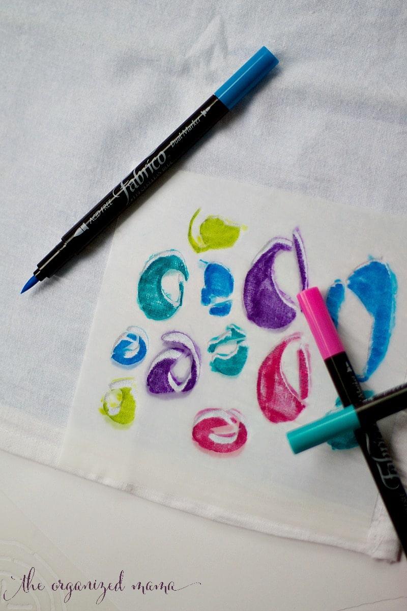DIY Stencil Pillow Fabrico Stencil Girl