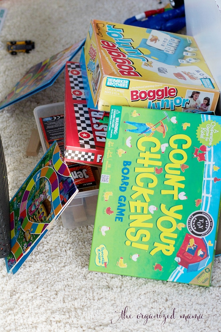 Toys taking over? Check out these 6 easy steps to declutter kids toys and keep them organized from a professional organizer! #toyorganization #kidsdecor #declutter