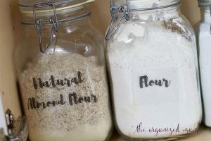 Learn how to quickly organize baking supplies from a professional organizer. She shares her favorite products plus gives you FREE hand lettered printable labels! #handlettered #organize #baking