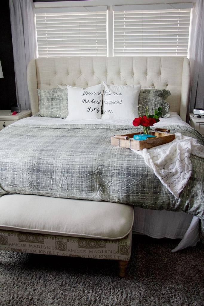 Learn easy tips for ways to create clutter-free master bedroom decor ideas from a professional organizer. Give yourself a space to relax and unwind without feeling overwhelmed by excess clutter taking over! #masterbedroom #decor #clutterfree