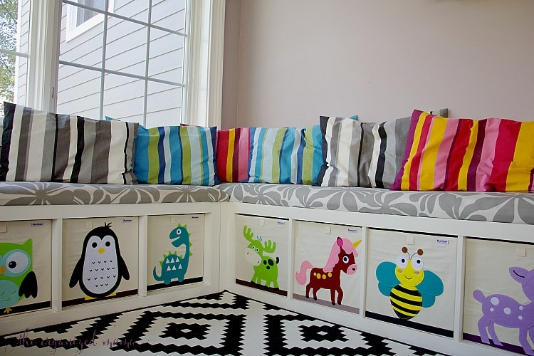 Teaching kids how to declutter their items is an important task to instill in them, especially when they are young. Professional Organizer shares her tips! #organized #declutter #toys