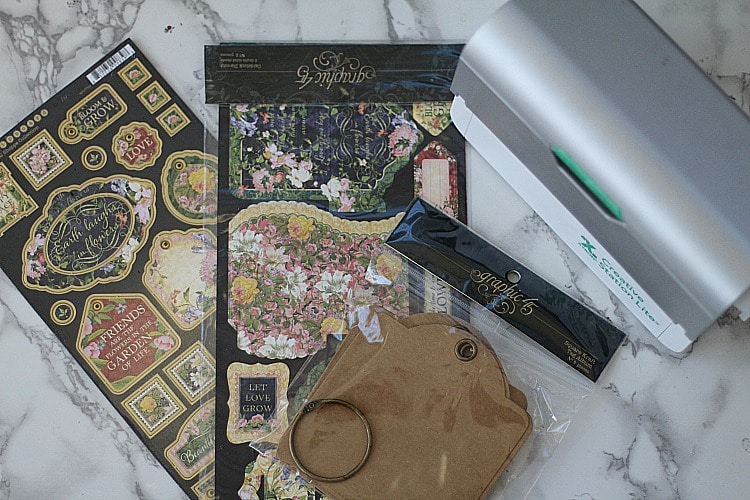 When it comes to gardening, there is nothing worse than forgetting what you planted. So make a decorative gardening journal to record your gardening info! #gardenjournal #gardening