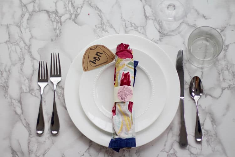 Adorable Sweater Place Setting for DIY Holiday Tablescapes