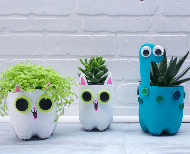 How cute is that!  DIY ideas to reuse the garbage