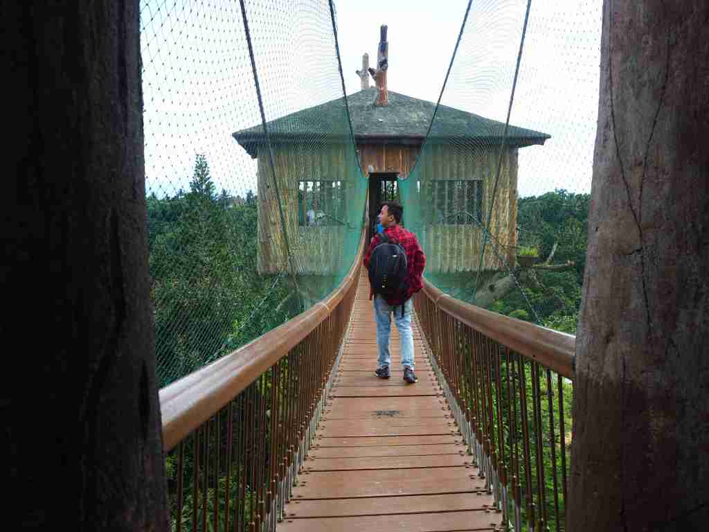 hanging bridge fantasy world in lemery batangas