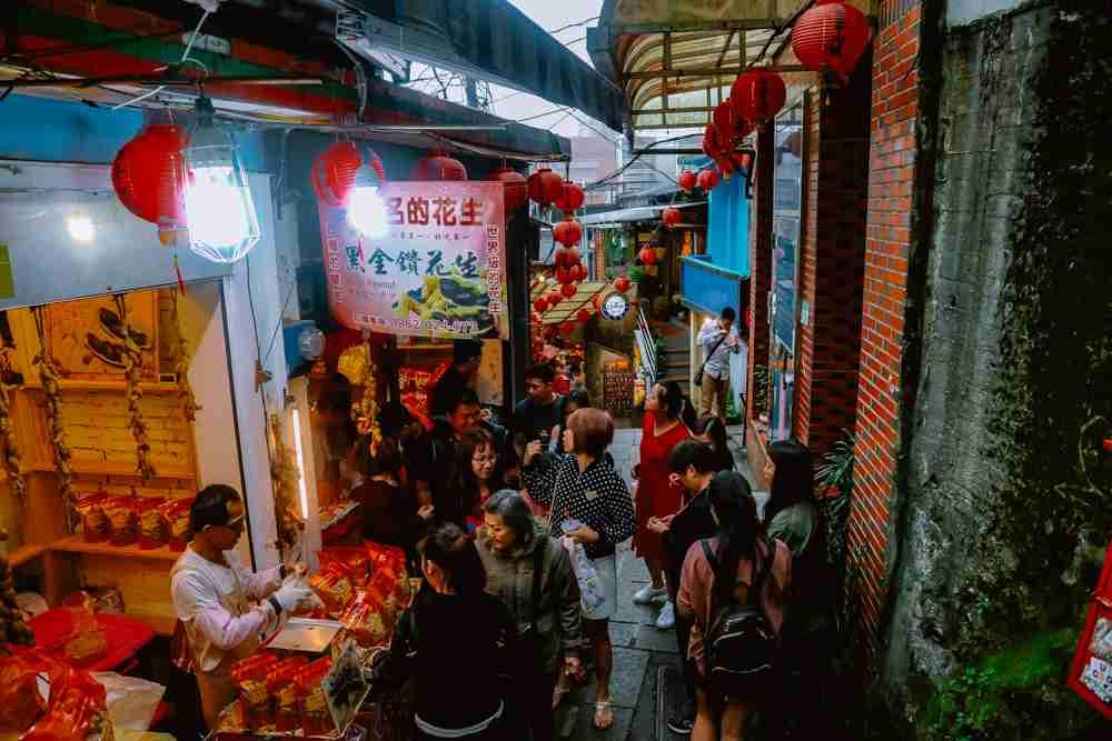 food stalls in Jiufen old street