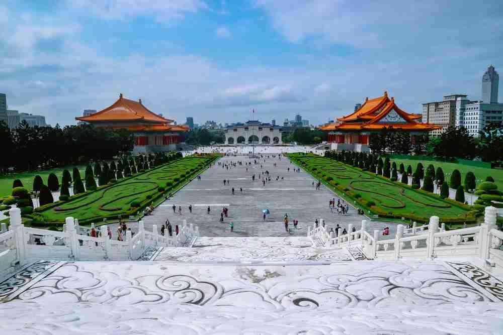 6 days Taiwan travel guide and itinerary Chiang Kai-shek memorial hall and Liberty square