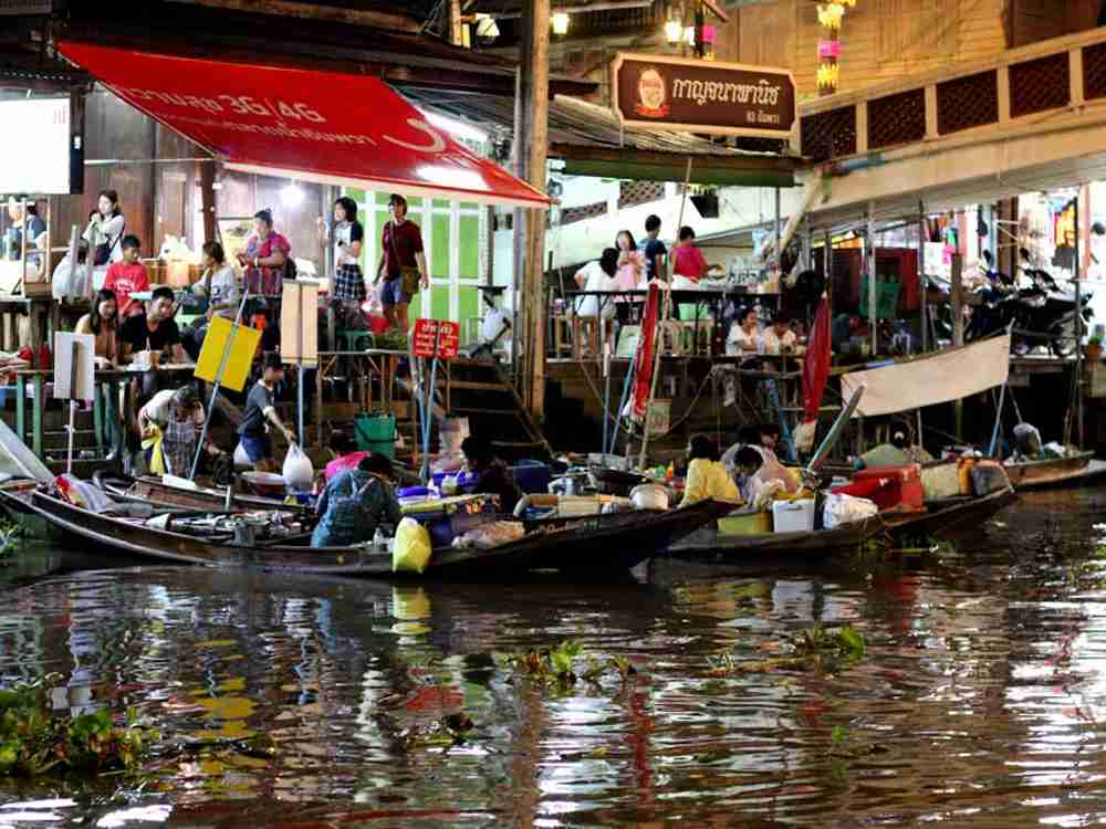 Things Not To Miss In Thailand: Amphawa floating market