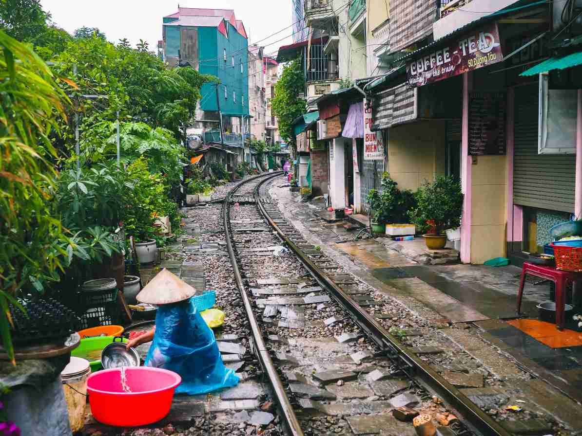 north vietnam travel itinerary hanoi train street