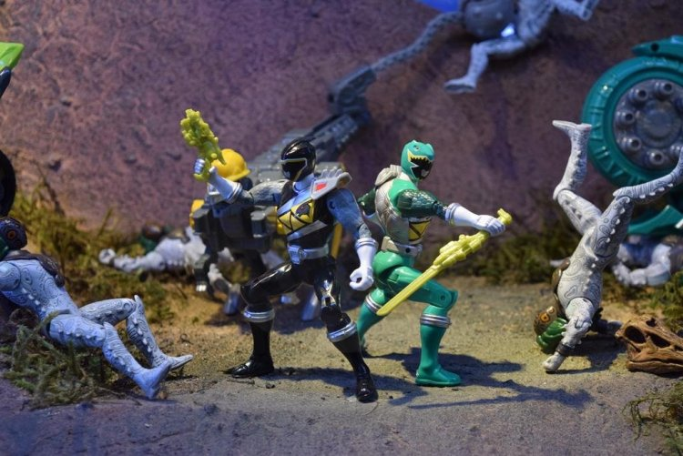 nycc2015-Power_Rangers_Dino_Charge14