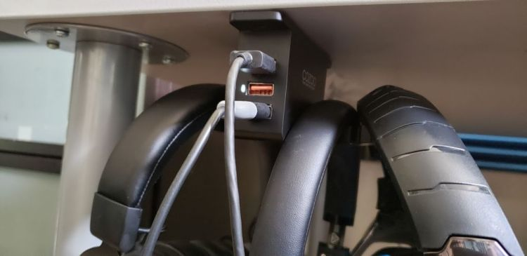 Cozoo underdesk headset mount and usb charger -02