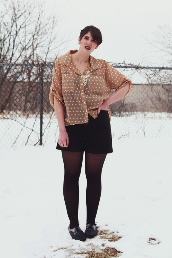 vintage-pearls-dots-outfit-01