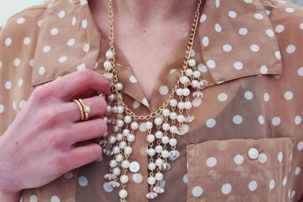 vintage-pearls-dots-outfit-04