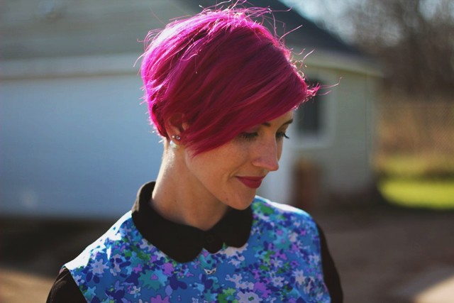 floral-mod-dress-magenta-hair-outfit-08