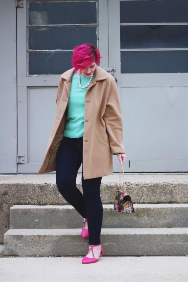 mint-sweater-secret-santa-pink-hair-christmas-outfit-08