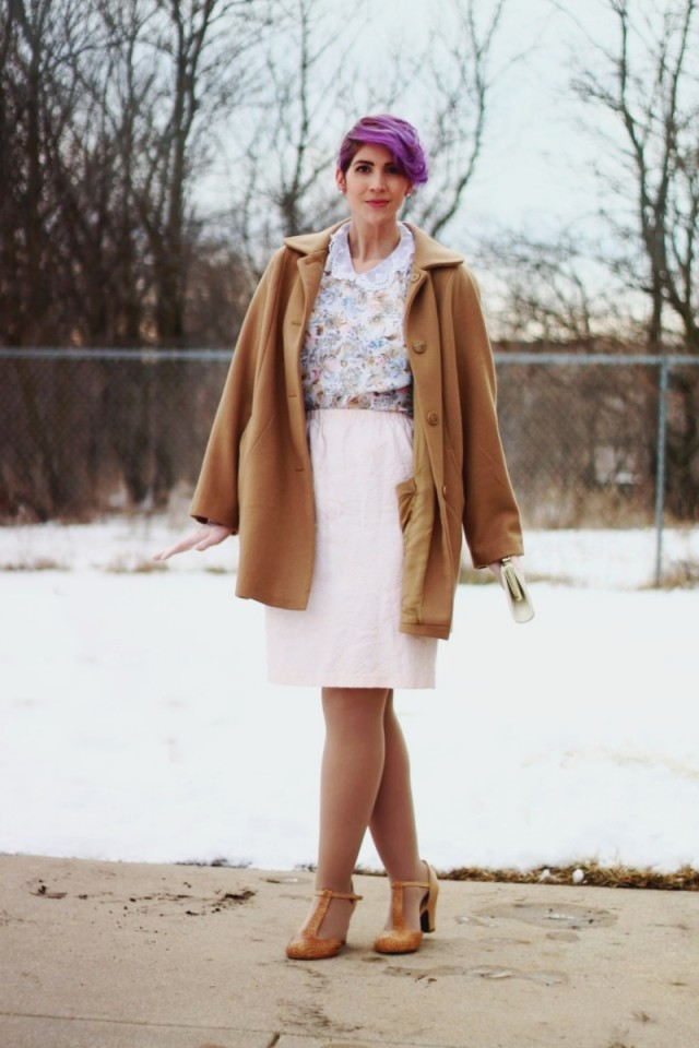 1950s-inspired-outfit-gloves-coat-purple-hair-09