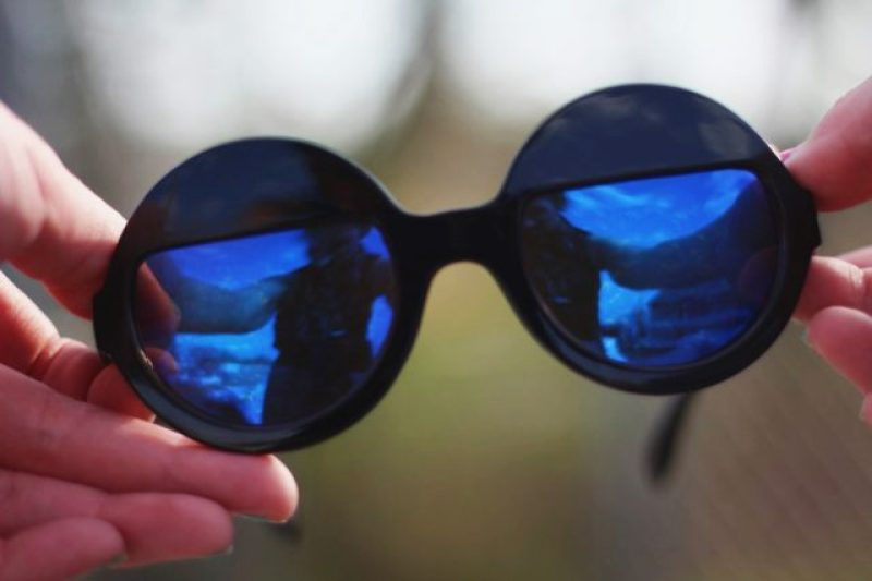 Rounded half moon sunglasses with blue reflection from Girlprops