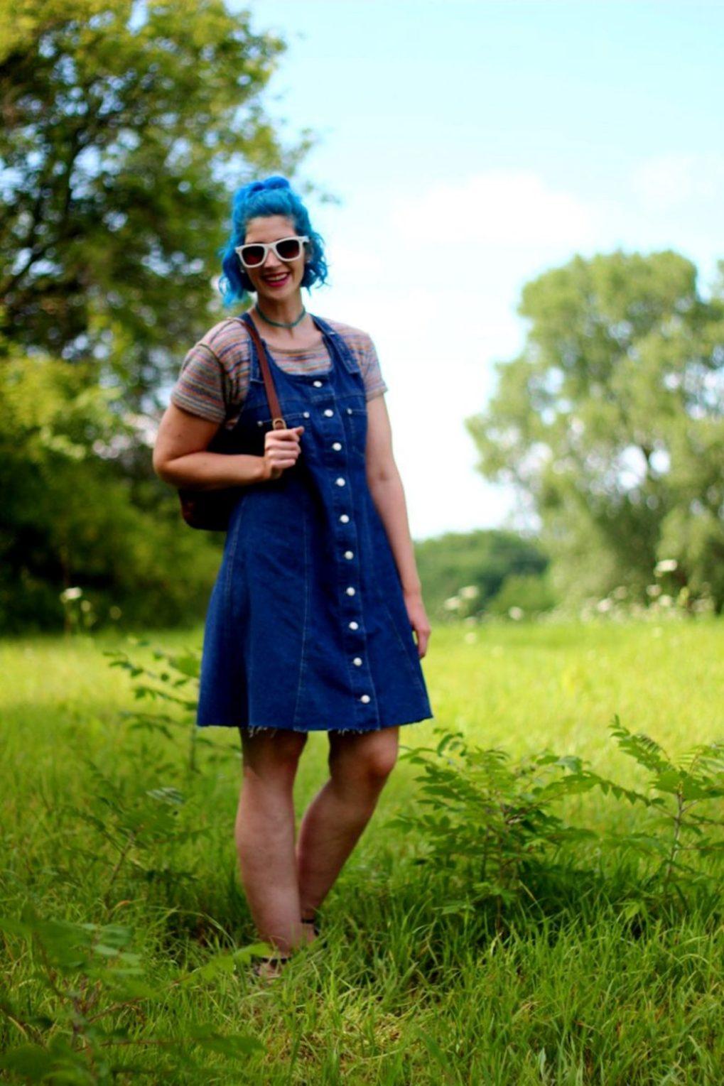 rainbow-crop-top-denim-jumper-blue-hair-outfit-02