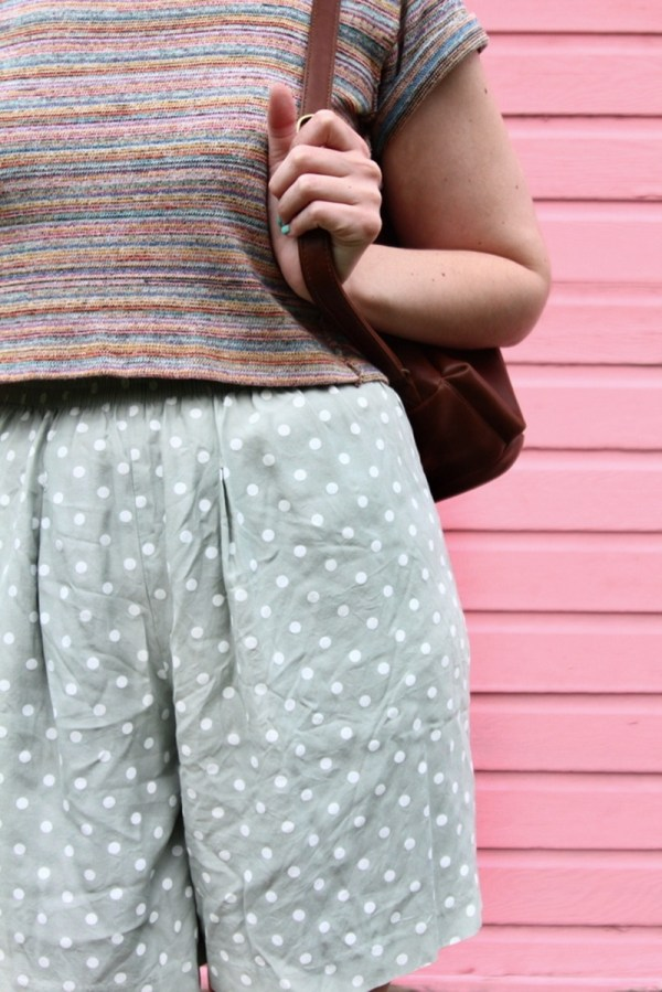 cute summer outfit pattern mixing polka shorts striped crop top pink colourpop blotted lipstick brown backpack high heels