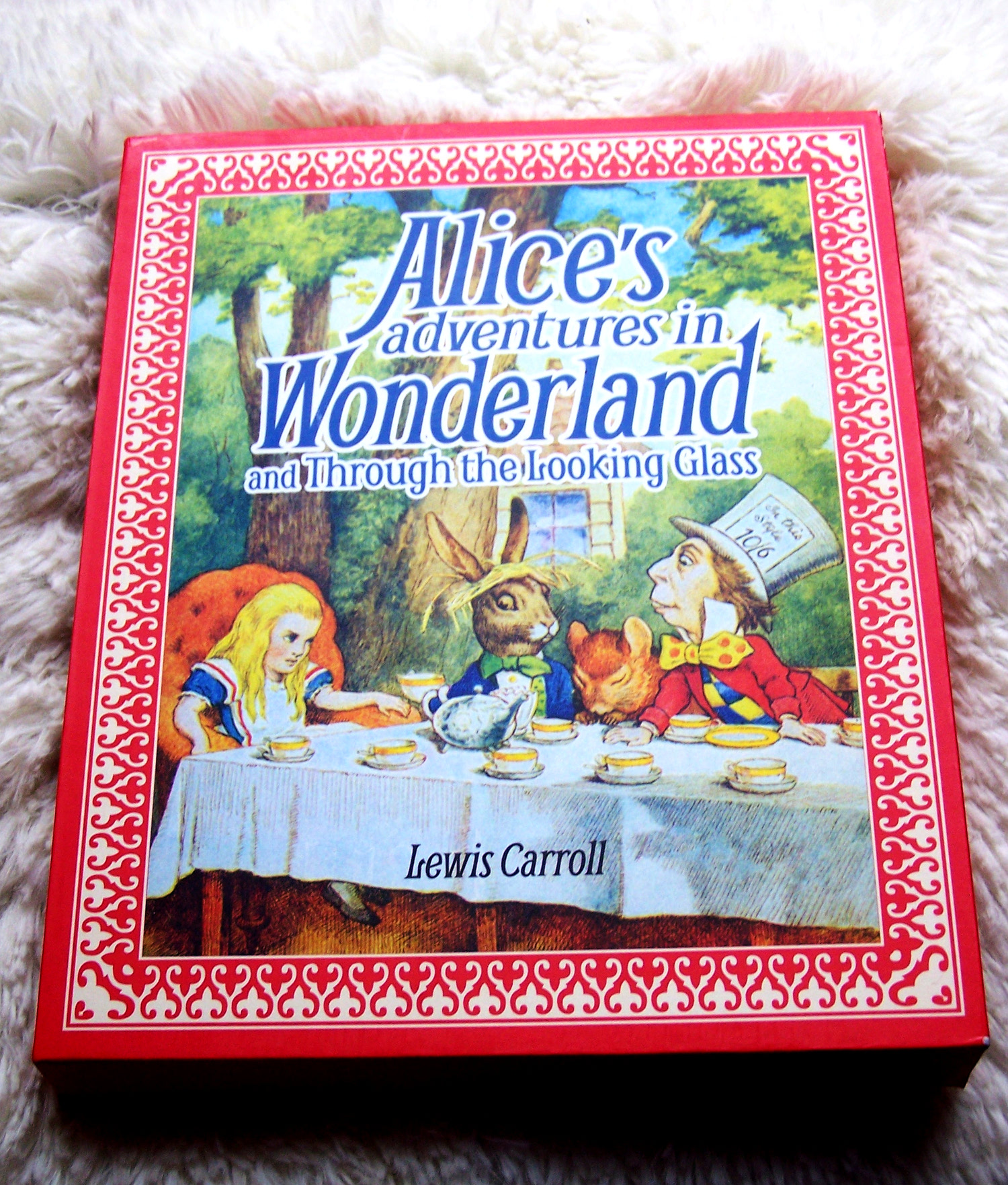 Alice Alice's Adventures in Wonderland and Through the looking glass Lewis Carroll illustrated slipcased book picture drawings mad hatter white rabbit fantasy children kids books new edition